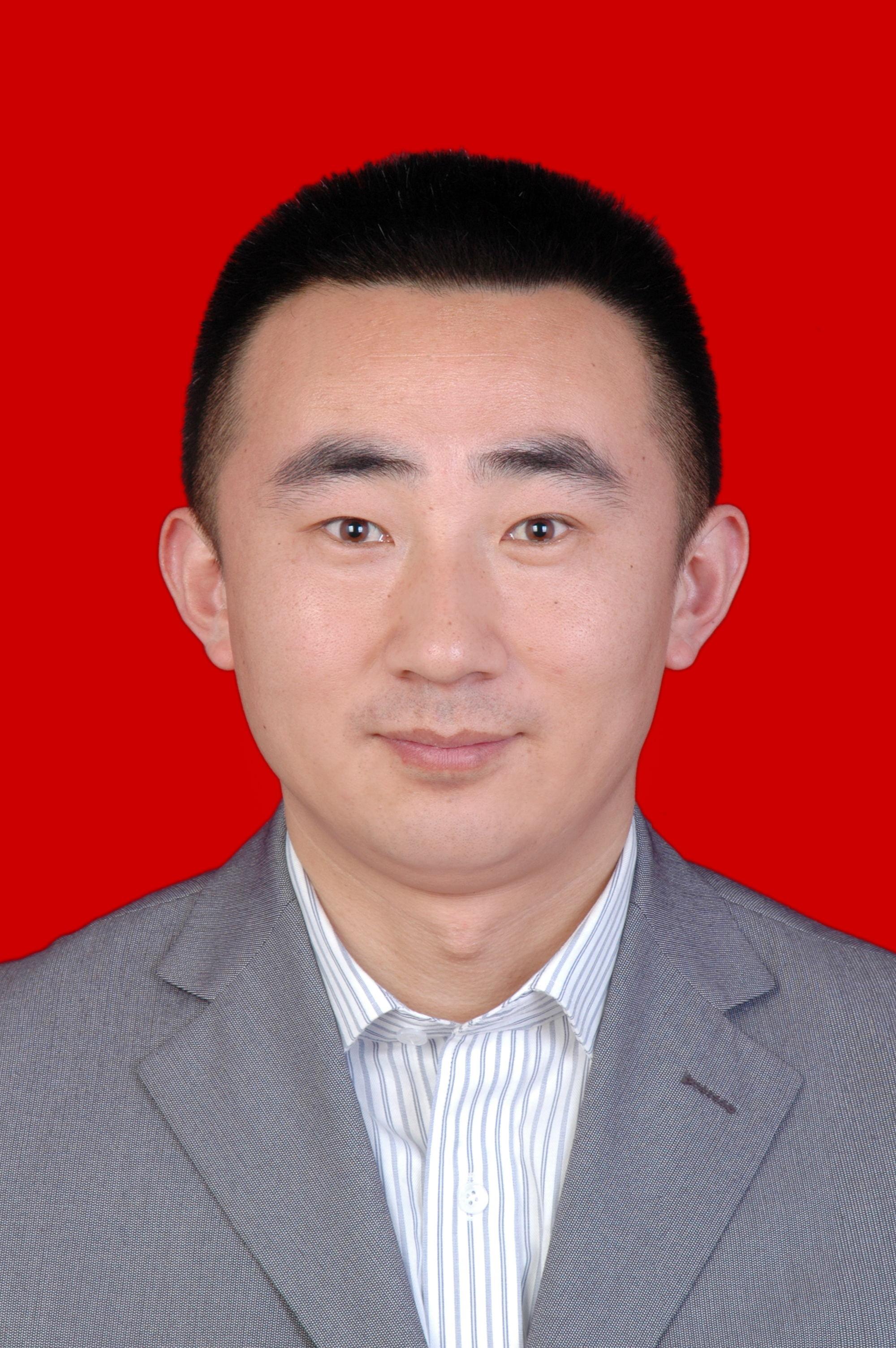 尹朋辉证件照.jpg