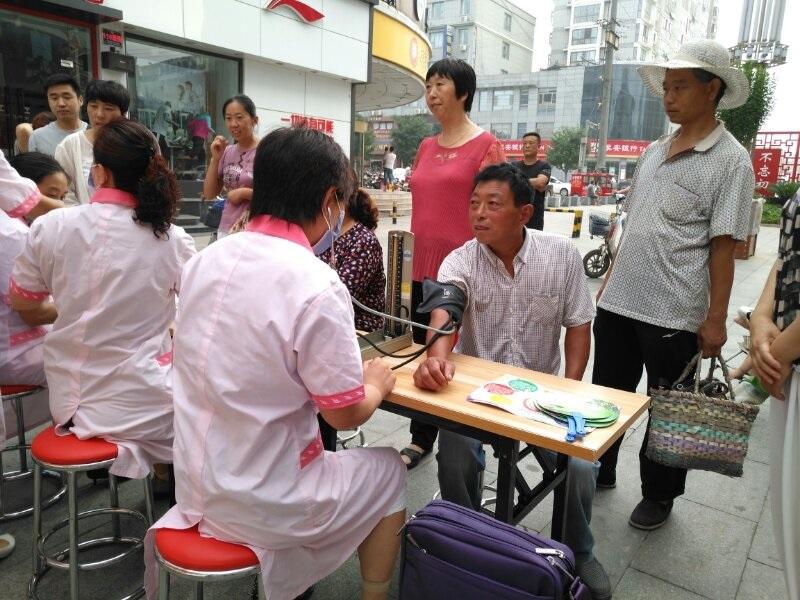 东平县卫计局党员志愿服务队2.jpg